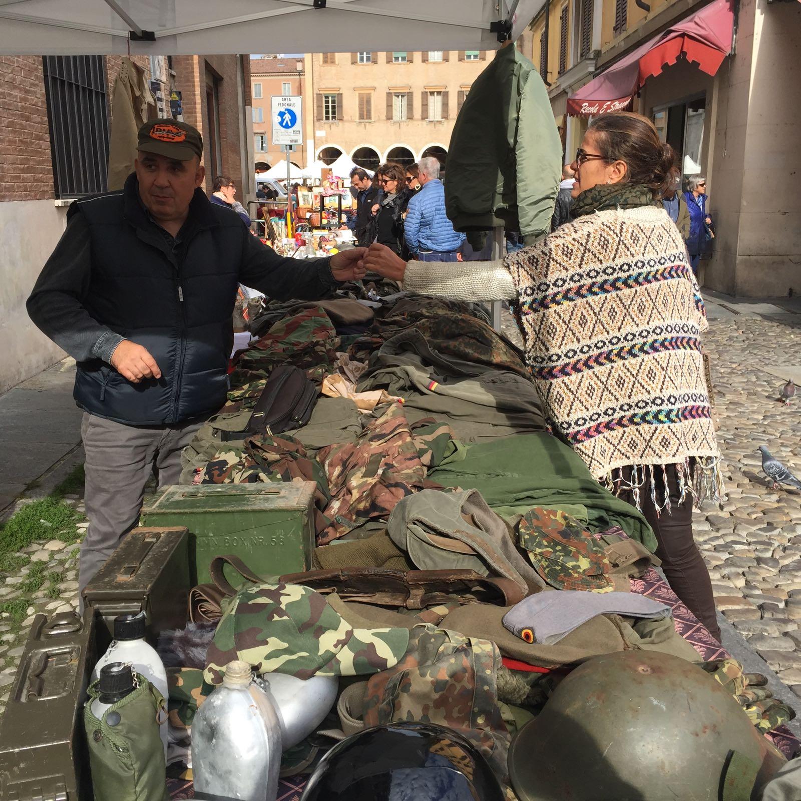 Compras de ropa militar