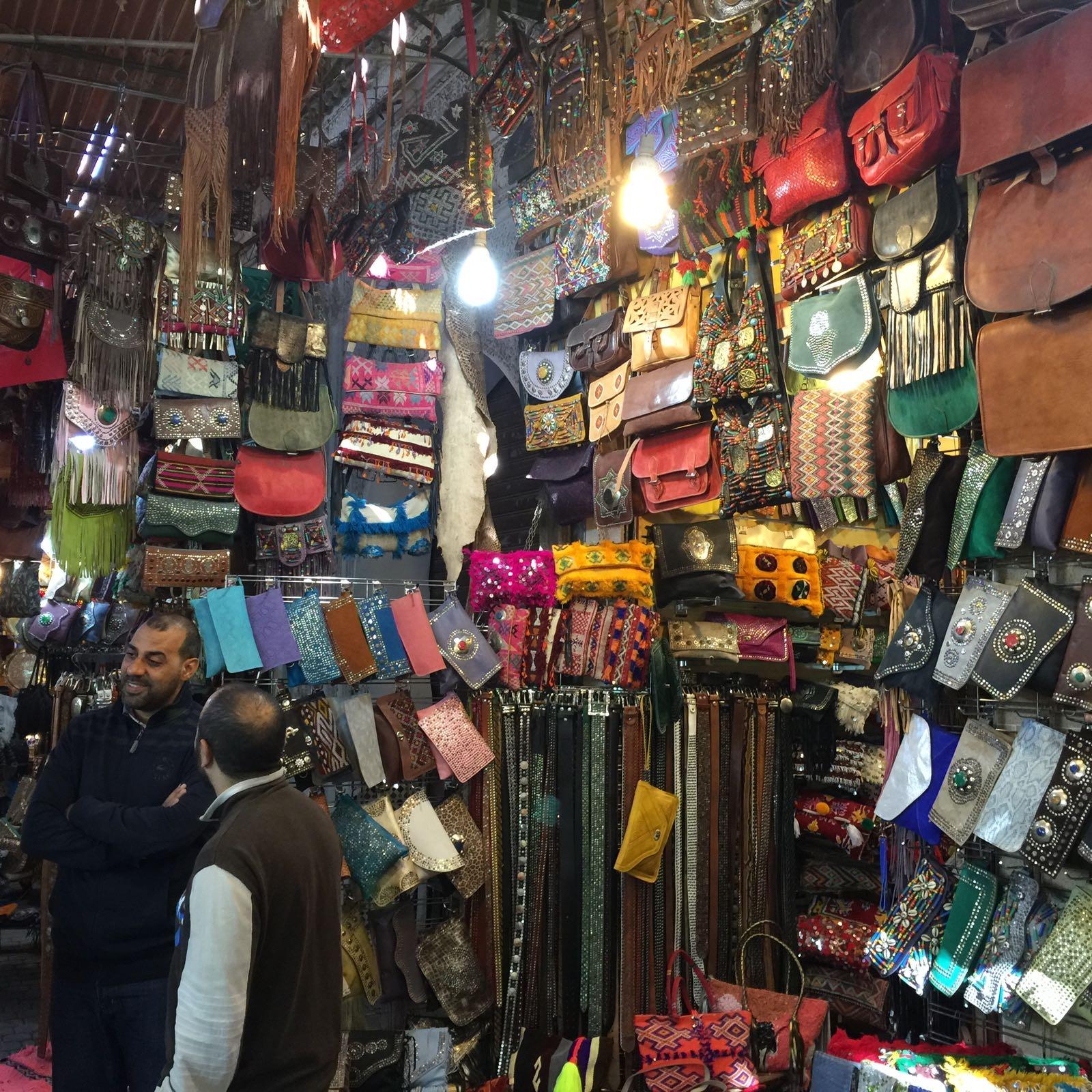 Comprar bolsos en tiendas de Marrakech