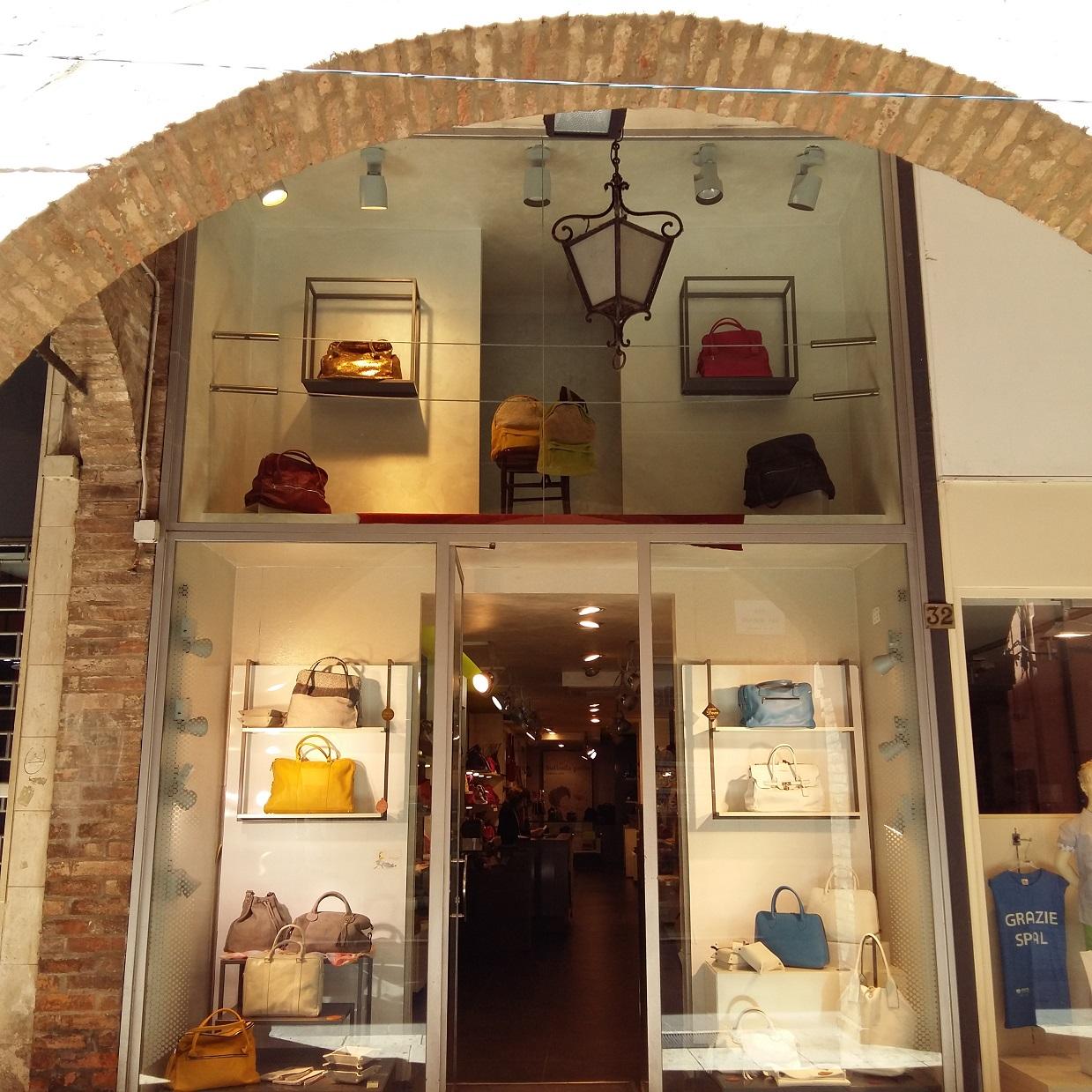 bolsos baratos de piel en Italia