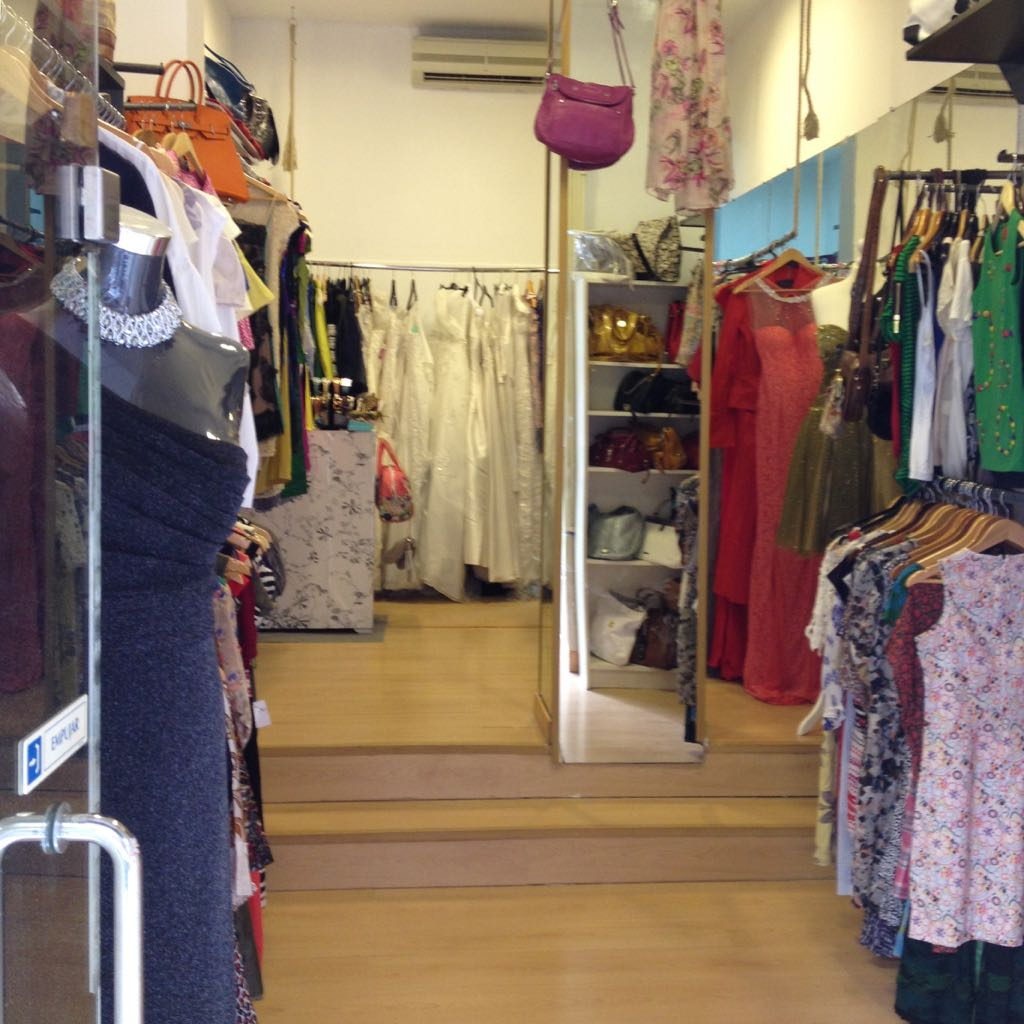 8f3bbdcbef3c Tiendas donde comprar ropa de marca barata en Madrid. Ropa 2ª mano