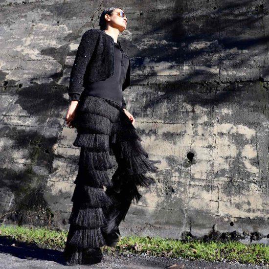 Zara. pantalón flecos
