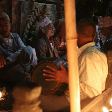 Cánticos religiosos en Bhaktapur