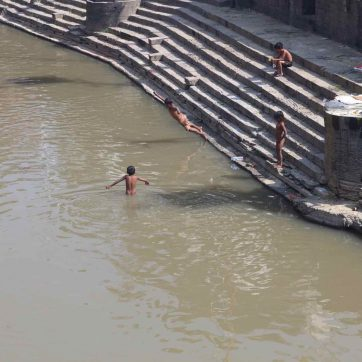el río del templo Pushamatinath