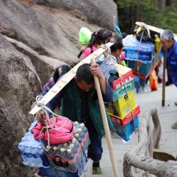 Porteadores en las Montañas Sagradas de Huangshan