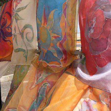 Sedas pintadas en mercadillo Africano de Corralejo (Fuerteventura)