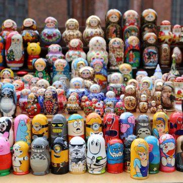 Matrioskas rusas en puesto callejero