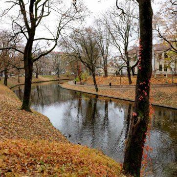 Parque del canal en Riga